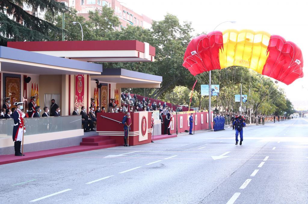 Parachutist lands safely in Madrid